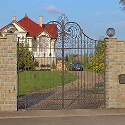 Portails et clôtures en fer forgé - Ukovmi