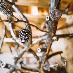 Semi-produits en fer forgé, élément décoratif forgé à la main: pomme de pin